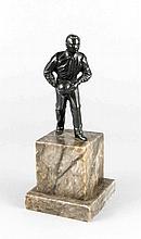 Anonymer Bildhauer um 1930, Kegler, schwarz patinierter Zinkguss auf Alabastersockel, Ges.-H. 20 cm