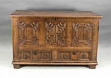 Barock-Flachdeckeltruhe, 18. Jh., Eiche massiv, gerader, seitlich kassettierter Korpus, im Sockel zwei Schübe, 83 x 130 x 55 cm