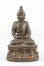 Sitzender Buddha, wohl Siam 1. H. 20. Jh., braun patinierte Bronze mit Resten farbiger Fassung, auf Lotus-Sockel sitzend, H. 14 cm