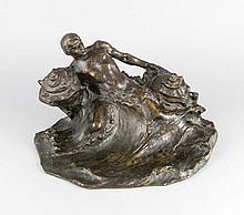 Hans Müller (1873-1937), großes, figürliches Schreibzeug, patinierte Bronze eines aus dem Wasser aufsteigenden Mannes mit zwei mächtigen Muscheln in seinen Armen, diese mit scharnierten Deckeln, ohne Tinteneinsätze, rückseitig sign., 39 x 21 x 33 cm