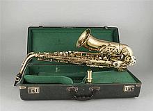 Saxophon 2. H. 20. Jh. bez. 'Jupiter' mit Zubeh