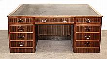 Art-déco Schreibtisch um 1920 Nussbaum massiv/ f