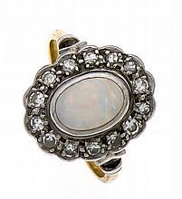 Opal-Diamant-Ring GG 750/000 und Platin mit einem feinen Milchopalcabochon