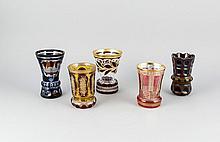 Zwei Bechergläser und drei Vasen, 20. Jh., überwiegend klares Glas, tlw. fa