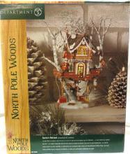 Dept 56 North Pole Woods Santa's Retreat, MIB