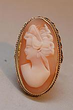 Ladies 14kt gold hand carved cameo ring, 3.5dwt