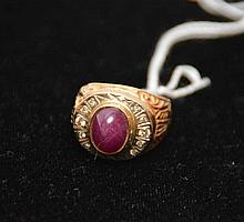 Men's ring, 18kt gold, Cabochon ruby (3.5-4.0ct size) with diamonds, 14.6grams total
