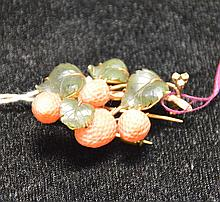 Pin, 14kt gold (marked 585), jade and coral