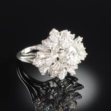 A PLATINUM AND DIAMOND LADY'S DINNER RING,