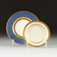 A SET OF TWELVE ROYAL DOULTON DINNER PLATES WITH FIVE MINTON DESSERT PLATES, IMPRESSED AND PRINTED MARKS, FIRST QUARTER 20TH CENTURY,