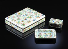 A VINTAGE CHINESE POLYCHROME ENAMELED THREE PIECE SMOKING SET DECORATED WITH BUTTERFLIES IN HIGH RELIEF, PROBABLY EARLY 20TH CENTURY,
