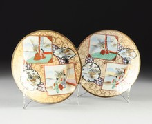 A PAIR OF JAPANESE KUTANI EGG SHELL PORCELAIN PLATES,