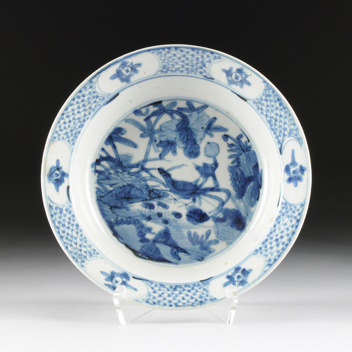 A CHINESE BLUE AND WHITE PORCELAIN DISH, LATE 19TH CENTURY,