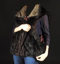 A NEW ZEALAND OPOSSUM WOMAN'S VEST, BY ANDREW MARC, SIZE MEDIUM, MODERN,