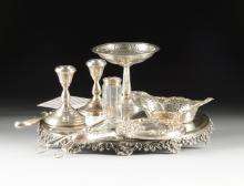 A GROUP OF NINE AMERICAN AND ENGLISH STERLING SILVER AND SILVER PLATED ITEMS TOGETHER WITH A SILVER PLATED MIRROR TOP PLATEAU, LATE 19TH - MID 20TH CENTURY,