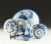 AN ASSORTED GROUP OF FIVE JAPANESE BLUE AND WHITE PORCELAIN WARES, 19TH AND 20TH CENTURIES,
