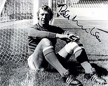 ARSENAL: Selection of signed 8 x 10 photographs by