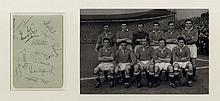 MANCHESTER UNITED: A good vintage signed album page by eleve