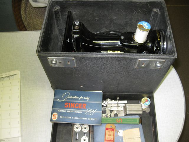 Singer Featherweight Mod. 221 Sewing Machine