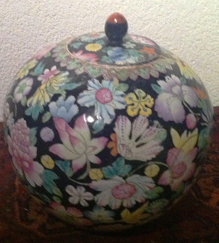 Chinese pot, porcelain, mille fleurs
