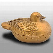 A Japanese lacquer duck box, 19th century