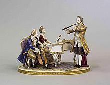 GROUPE en porcelaine polychrome, vraisemblablement Doccia, représentant des musiciens dont un violoncelliste, une claveciniste et un joueur de flûte traversière. Il repose sur une base ovale ornée d'un tapis simulé et d'un semis de fleurs.