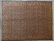 Ghoum (Iran) exceptionnel, très important et fin tapis en soie à champ noir à décor de mille fleurs. Signé. Epoque du Shah vers 1975. Densité environ 13000 nœuds au m². 400 x 300 cm.