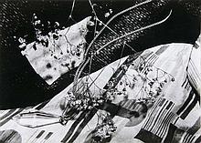 Hennig, Albert o.T. (Stillleben auf Bauhaustischdecke.) Wohl um 1935. Späterer Abzug. Silbergelatine Abzug. Verso mit Photographenstempel