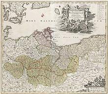Tabula Marchionatus Brandenburgici et Ducatus Pomeraniae quae sunt Pars Septentrionalis Circuli Saxoniae Superioris. Teilkol. Kupferstichkarte. Nürnberg, Homann, um 1720. Plattengröße ca. 48,5 x 56 cm. Unter Glas gerahmt (Rahmengröße ca. 55 x