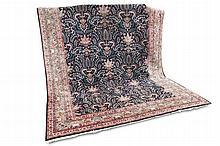 Orientteppich. Perser. (wohl) Täbriz. 20. Jh., ca. 395 x 290 cm. Leichte Gebrauchsspuren, etwas fleckig.