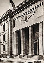 Einweihung des Neubaues der Reichskanzlei Berlin Januar 1939. Mit 12 mont. Abb. (1939). 2 Bll., 12 Taf. 4°. OPrgt.-Mappe mit Deckelemblem (leicht fleckig).