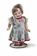 2 Googly Dolls, die Gesichter auf Biskuitporzellan. Wohl frühes 20. Jh. Porzellan, Stoff, Met