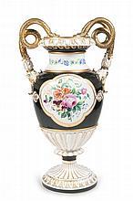 Meissen  Schlangenhenkel-Vase. Meissen, um 1920/1930. Weißporzellan mit reicher, teils mattierte