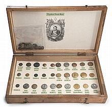 Sammlung von Armeeknöpfen der Armee Napoleon I. 48 Knöpfe, davon 30 auf Kartonblatt montiert