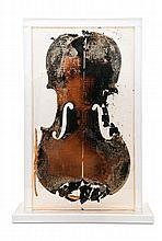 Arman (Armand Pierre Fernandez) Violine. Multiple. Teils verbrannte Violinendecke in Kunstharz, in Plexiglas, auf flachem Sockel montiert. Höhe mit Sockel 41,5 cm. Signiert (geritzt) sowie unter dem Sockel auf Etikett typographisch nummeriert.