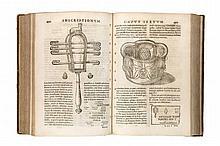 Fabretti, Raffaele Inscriptionum antiquarum quae in aedibus paternis asservantur explicatio et additamentum. Mit großer Druckermarke auf Titel und zahlr. Textholzschnitten. Rom, Herculis, 1699. 3 (von 4) Bll., 759 S., XIV S., 8 Bll. Folio. Ldr. d.