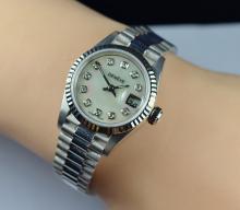 $ 11,200 Retail 67.20 Grams 18K Gold Geneve Diamond 25mm Watch