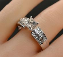 $5,399 Retail 1.37 Carats t.w. Diamond Engagement/Anniversary Ring 14K Gold Center Diamond is 0.92 Carats