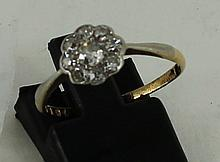 18ct yellow gold diamond cluster ring. T
