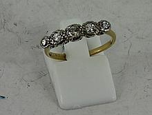 18ct yellow gold diamond ring 3g. Size: