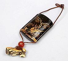Inrô Japan, 19. Jahrhundert. Schnitzlack. Bei...