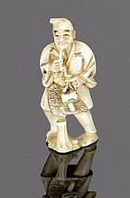 Netsuke Japan. - Mann mit Pfeife - Elfenbein....