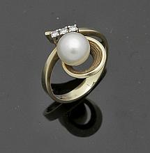 Damenring mit Perle und Diamanten