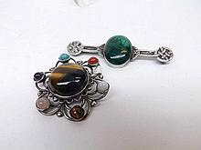 A Celtic styled white metal Bar Brooch with oval Malachite panel to centre, 7cms