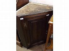 19th Century Oak wall mounted corner cabinet, with