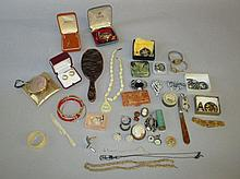 Qty of costume dressing table collectables