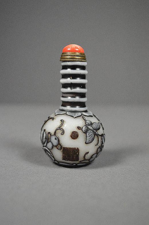 Rare carved Peking glass snuff bottle