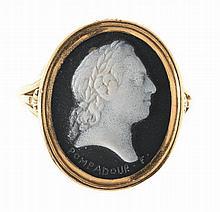 BAGUE AU PORTRAIT DE LOUIS XV Par