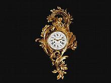 CARTEL À « L'APOLLON ENFANT» Attribué à Jean-Joseph de SAINT-GERMAIN (1719-1791)-Reçu Maître Fondeur Ciseleur en 1748 Et par Ferdinand BERTHOUD (1727-1807)-Reçu Maître Horloger en 1745 Paris, époque Louis XV, vers 1755 MATÉRIAUX: Bronzes dorés, émail