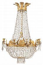 LUSTRE « AUX ANGELOTS » À HUIT LUMIÈRES Paris, époque Restauration MATÉRIAUX/ Bronzes dorés et cristal H. 105 cm, diam. 75 cm